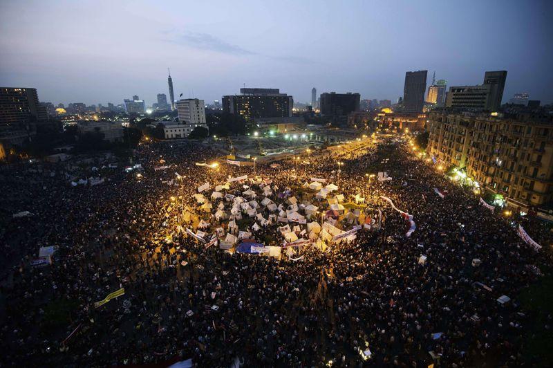 Des dizaines de milliers d'Egyptiens se sont rassemblés mardi place Tahrir au Caire, pour protester contre la décision de Mohamed Morsi de s'octroyer des pouvoirs exceptionnels.
