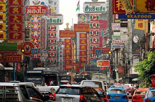 L'effervescent quartier de Chinatown, où tout le monde vient le soir dîner - fort bien - dans la rue.