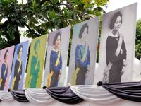 La très vénérée reine Sirikit, épouse du roi Bhumibol Adulyadej depuis 1950, en version pop art.
