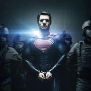 Superman a les mains liées sur un poster
