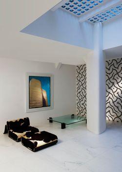 La galerie Downtown, à Paris, rend hommage à Oscar Niemeyer avec des mobiliers et des dessins. (Marie Clérin/Galerie Downtown François Laffanour)