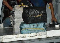 Des ballots de cocaïne saisis lors de l'opération.