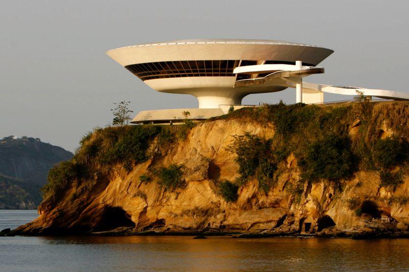 Oscar niemeyer l 39 homme de rio en 13 monuments for Architecture utopique nomade
