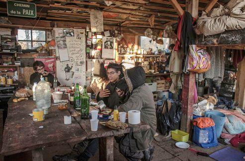 Au Far-Ouest, un message griffonné sur une planche annonce fièrement que 1263 ADN différents ont déjà été recensés dans cette baraque en bois.