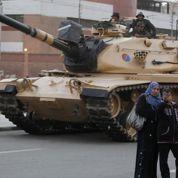 L'armée commence à se déployer au Caire