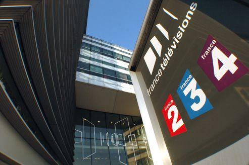 France Télévisions prévoit une baisse d'environ 10% de son chiffre d'affaires publicitaire en 2013 .