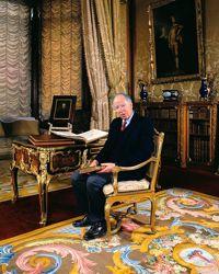 Jacob Rothschild dans la «baron's room» de Waddeston. Au sol, un magnifique tapis de la Savonnerie.