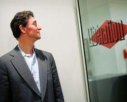 Édouard de Rothschild dans les bureaux de  Libération , dont il a pris le contrôle en 2005.