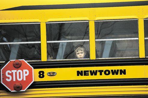 La plupart des écoles de Newtown ont rouvert leurs portes mardi, excepté celle de Sandy Hook, qui pourrait rester indéfiniment fermée.