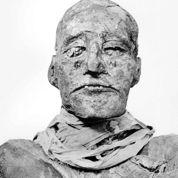 Le pharaon Ramsès III aeu la gorge tranchée