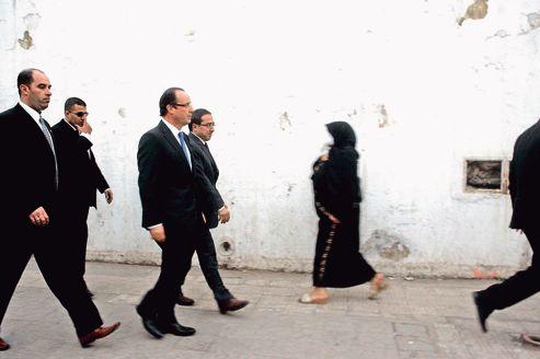 François Hollande dans les rues d'Alger, le 8 décembre 2010.