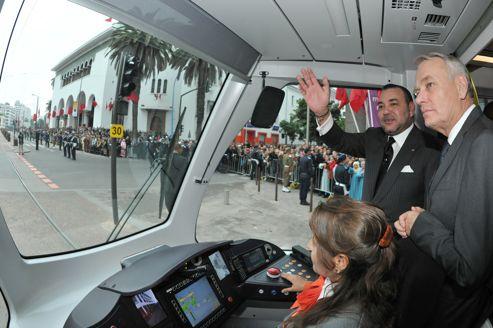 Lors de l'inauguration du tramway de Casablanca en décembre, ici en présence du premier ministre et du roi Mohamed VI, le gouvernement a signé un prêt de 100 millions à une société acceuillant des activités de service.