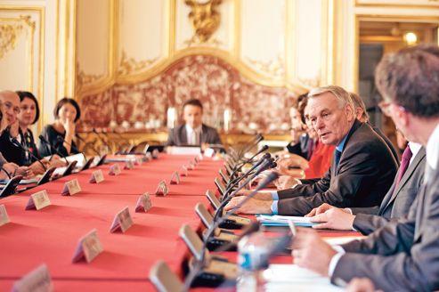 Jean-Marc Ayrault, jugé tantôt insuffisamment autoritaire, tantôt trop cassant et expéditif.