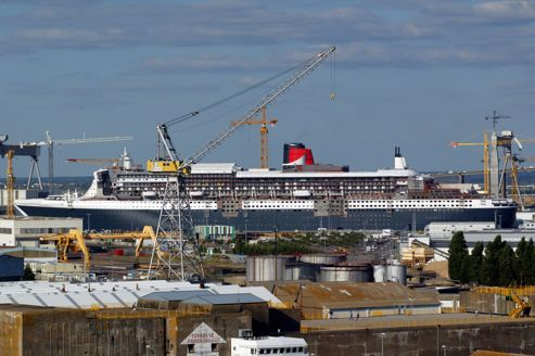 Chantier de construction du paquebot <i>Queen Mary 2 </i>à Saint-Nazaire en 2003.
