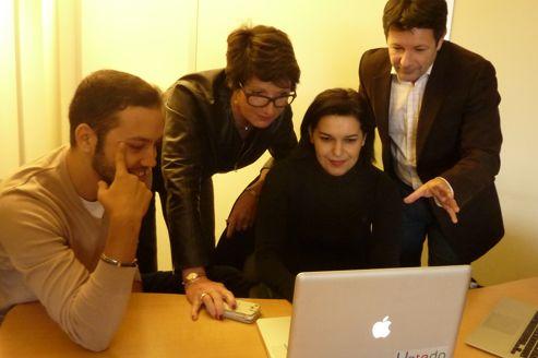 À droite, Denis Jacquet, président de l'association Parrainer la croissance et à l'initiative de l'Accélérateur de croissance, conseille deux jeunes entrepreneurs, épaulés par Françoise Daut-Vallier, ex-cadre dirigeant chez IBM. Crédits photo: Caroline Piquet