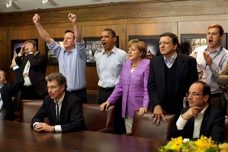 Lors de la réunion du G8 à Camp David (États-Unis), les chefs d'État regardent ensemble la finale de la Ligue des champions de football, opposant le club anglais de Chelsea à l'équipe allemande du Bayern Munich. Ce voyage aux Etats-Unis a marqué le premier marathon diplomatique du chef de l'Etat français fraîchement élu. A l'occasion des sommets du G8 et de l'Otan, il a été à chaque fois bien accueilli. Le style Hollande, qu'il décrit comme une discussion «franche et directe», a été apprécié.
