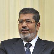 Morsi cherche à rassurer les Égyptiens