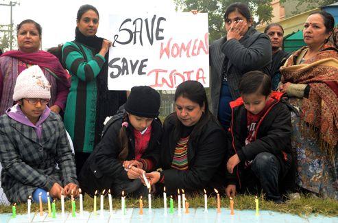 Manmohan Singh s'est engagé à alourdir les peines prévues pour les auteurs de crimes sexuels.