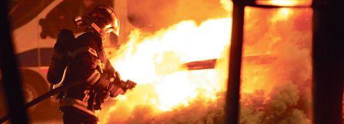 Voitures brûlées: une «tradition» qui reste vivace