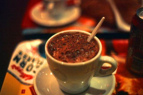 Le chocolat chaud est meilleur dans une tasse orange