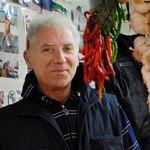 «Silvio», marchand de légumes du marché romain de Trionfale, se sent un peu seul à supporter l'autre Silvio.