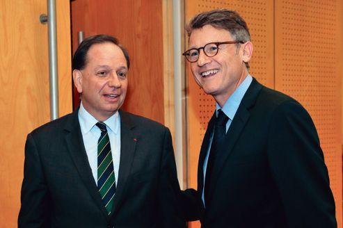 Vincent Peillon <i>(à droite)</i> et Éric de Labarre, secrétaire général de l'enseignement catholique, le 18 octobre, au ministère de l'Éducation.