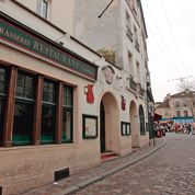 Starbucks divise Montmartre