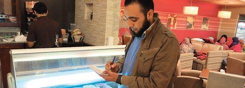 Un café «halal» séduit la jeunesse du Caire