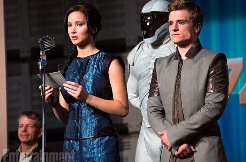 Katniss (Jennifer Lawrence) au côté de Peeta (Josh Hutcherson). (EW)