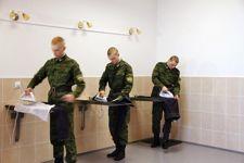 Les soldats doivent prendre soin de leur apparence et de leurs uniformes. Tous savent qu'ils représentent la Russie.