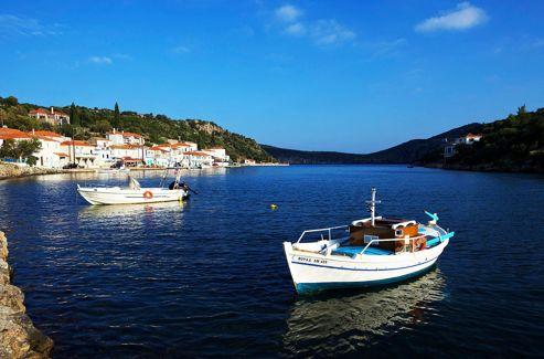 Le petit port de Gerakas au nord de Monemvasia, Laconie, Grèce.