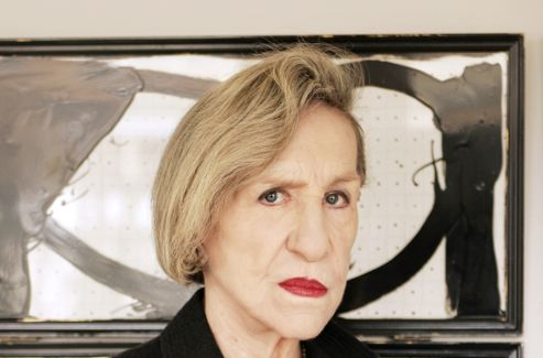 Andrée Putman a notamment créé un bureau en demi-lune spécialement pour Jack Lang, alors ministre de la Culture.