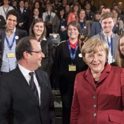 Le couple Hollande-Merkel s'affiche à Berlin