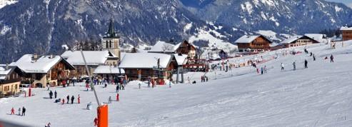 Skier en famille dans les villages des Alpes