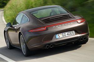 La nouvelle génération de la 911 4 roues motrices se distingue par des ailes arrière élargies.