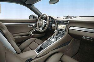 L'ambiance intérieure est celle d'une voiture de luxe.