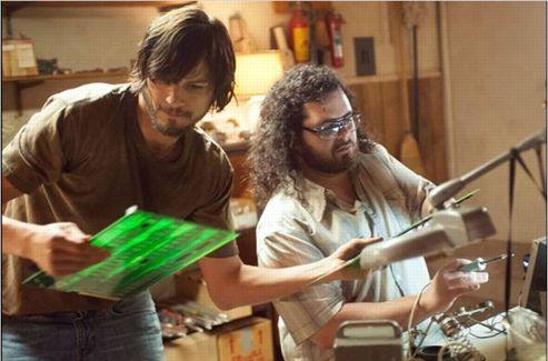 Ashton Kutcher et Josh Gad dans  jOBS .