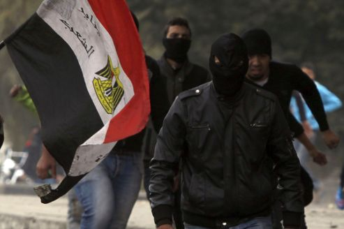 L'irruption des Black Blocs embrase la place Tahrir