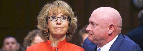 Armes: l'émouvant plaidoyer de Gabrielle Giffords au Sénat