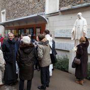 Benoît XVI : à Paris, des croyants étonnées