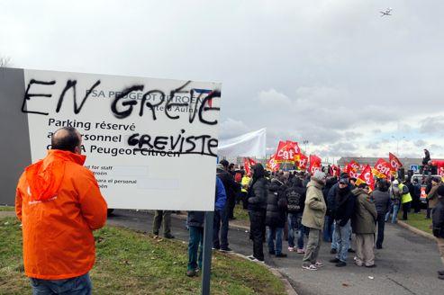 Le 5 février 2013, les salariés de PSA protestent contre la fermeture du site d'Aulnay-sous-Bois.