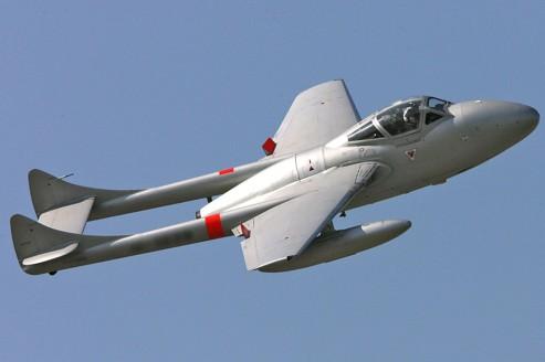 Avion de chasse biplace Vampire de 1959 prêt à l'emploi, estimé entre 70000 et 90000 euros.