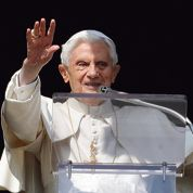 Benoît XVI, le business et le culte du latin