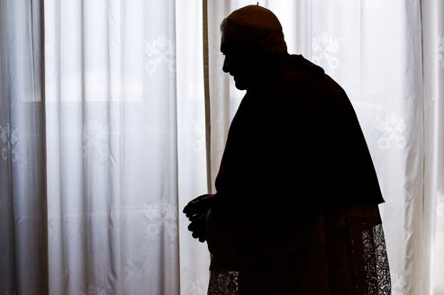 Le Pape Benoit XVI avant un entretien avec le président Sri Lankais, Mahinda Rajapakse, en Juin 2012.