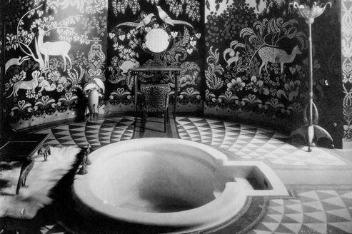 La duchesse d 39 albe dans sa salle de bain art d co for Musique dans la salle de bain