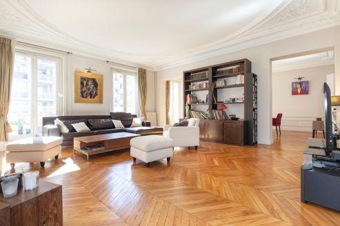 Cet appartement de 275 m² chaussée de la Muette dans le XVIe (2e étage) vient d'être vendu 9800€/m². Il y a un an, il avait été estimé 11.000€/m².
