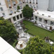 À qui appartiennent les palaces parisiens ?