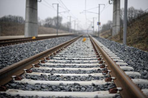 Jean-Louis Bianco préconise l'amélioration de la qualité des services fournis par le gestionnaire d'infrastructures ferroviaires.
