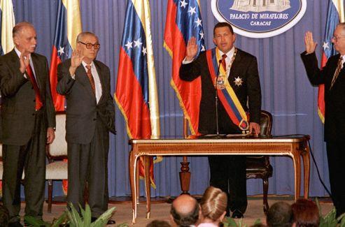 Le 2 février 1999, Chavez prête serment.