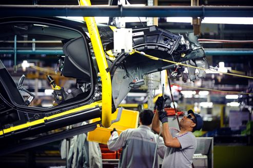 L'automobile plombe la production industrielle